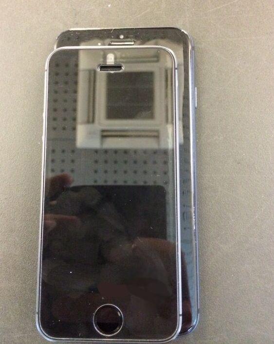 На фото изображен iPhone 6 в сравнении с iPhone 5S