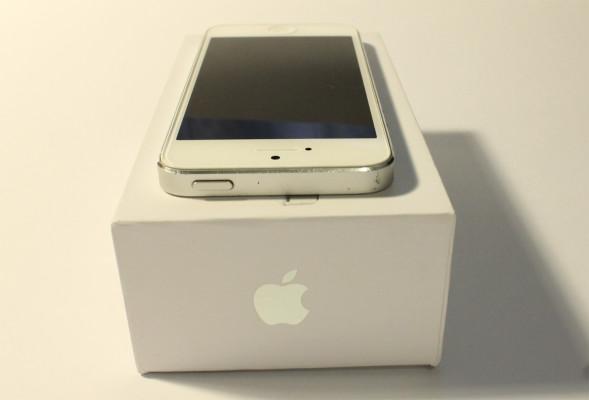 Фото iPhone 5 сверху