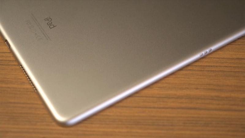 Фото iPad Pro 9,7 сбоку