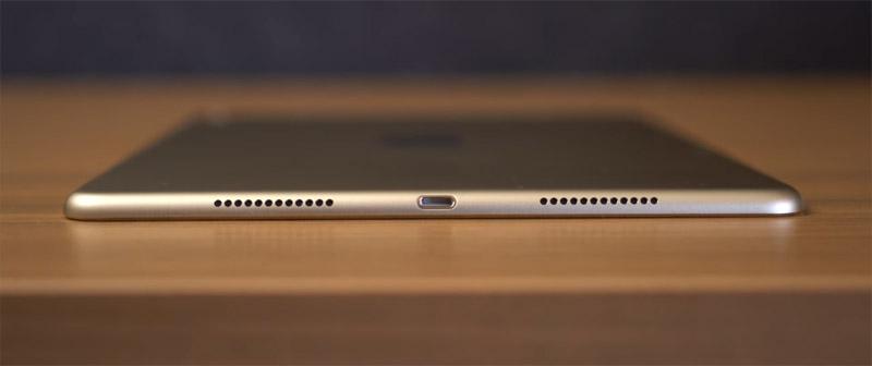 Фото iPad Pro 9,7 снизу