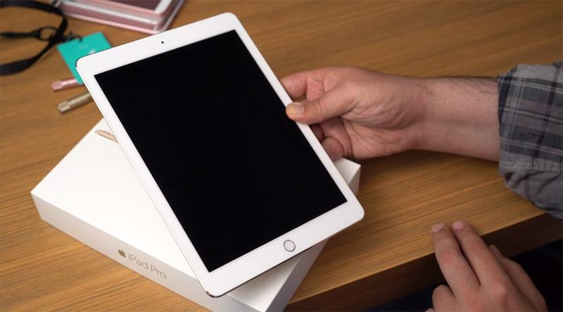 Фото iPad Pro 9,7 спереди