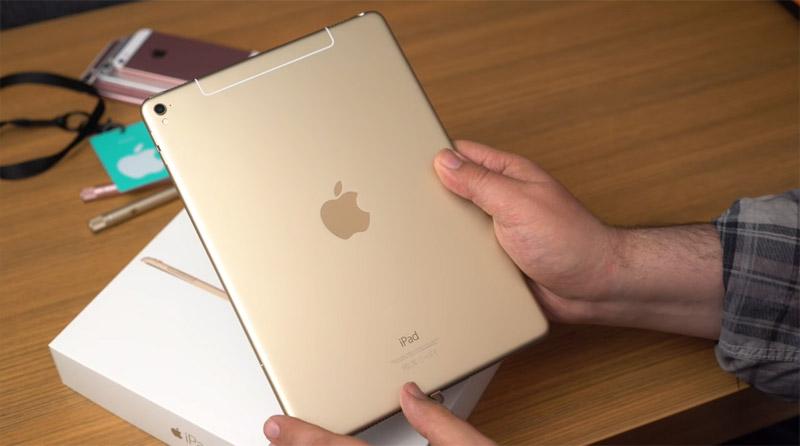 Фото iPad Pro 9,7 сзади